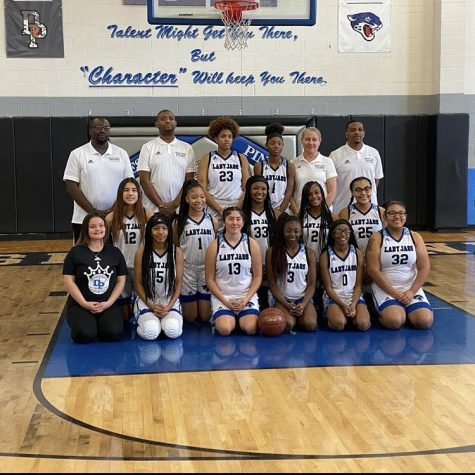 The 2019-2020 girls basketball team, coached by Oscar Davis